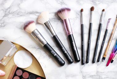 Mycie pędzli do makijażu krok po kroku – sprawdź, jak to zrobić sprawnie i dokładnie