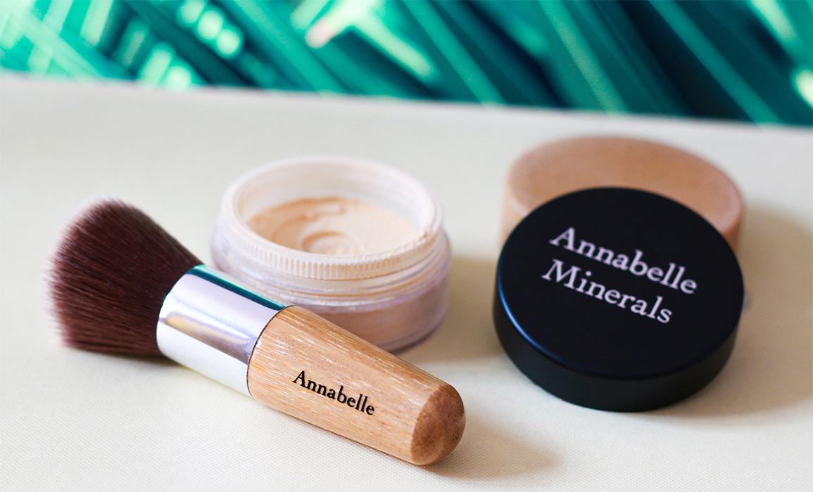 Annabelle Minerals kosmetyki mineralne i pędzel